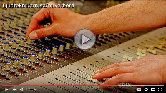 Ljudteknikern visar hur mixerbord fungerar - video
