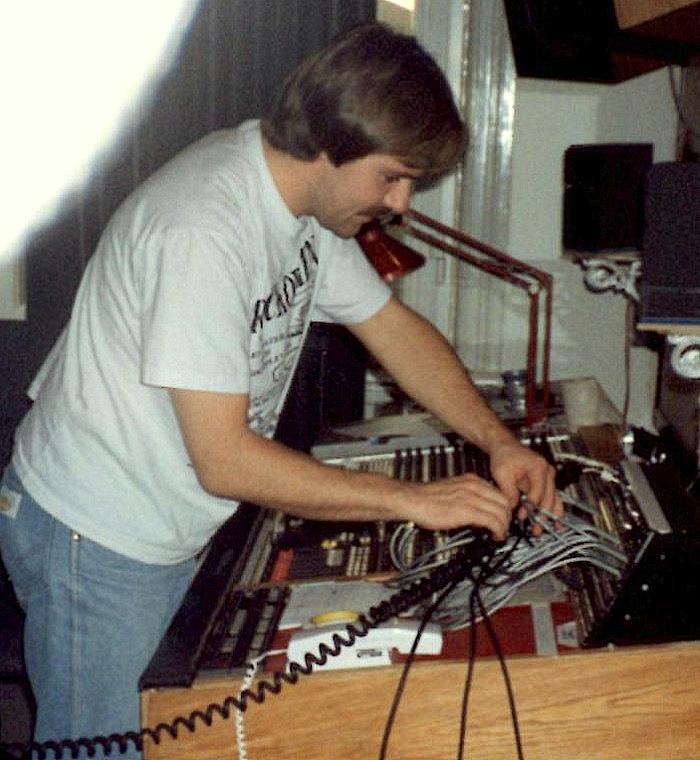 Hans Nicklasson på Studio Helikopter 1991. Ljudtekniker för ett band som spelade in en demo.